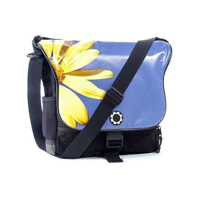 daisy sport diaper bag stylish durable roomy versatile messenger diaper. Black Bedroom Furniture Sets. Home Design Ideas