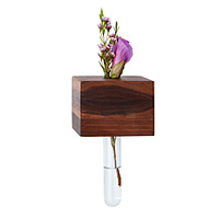 MAGNETIC FLOWER VASE