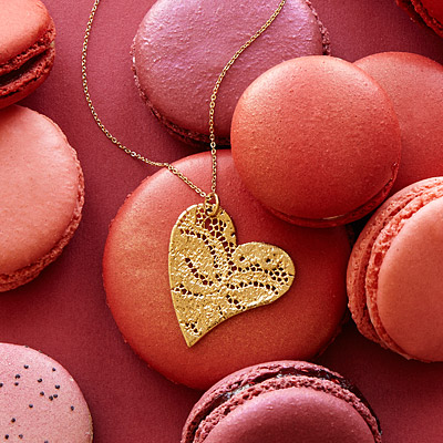 PRECIOUS DIPPED LACE HEART NECKLACE