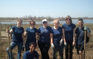 UncommonGoods Volunteers Dig Change