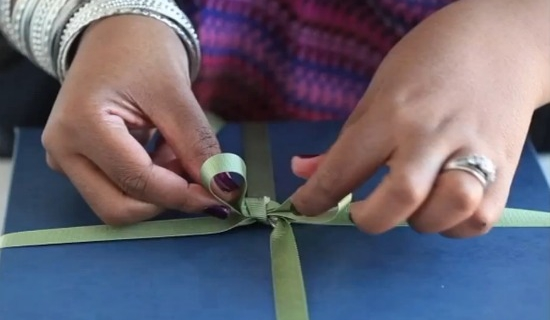 How To Tie a Gift Bow