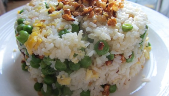 A Rockin' Sinangag (Filipino Garlic Rice) Recipe
