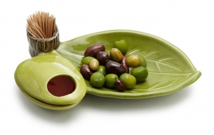 An Easy Answer to Olive Pit Etiquette