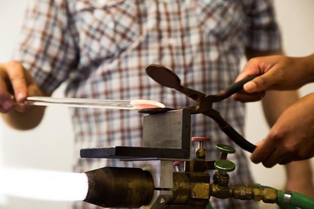 Flattening the hot glass