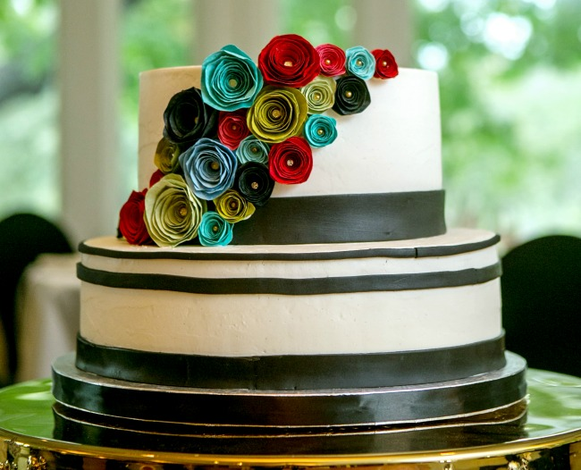 Paper roses on  wedding cake