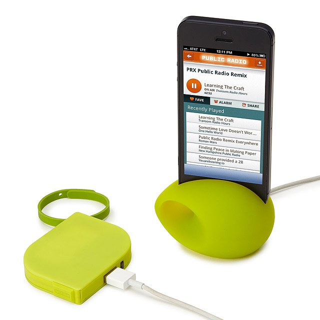 Meggabeat iPhone Stand and Amplifier 3
