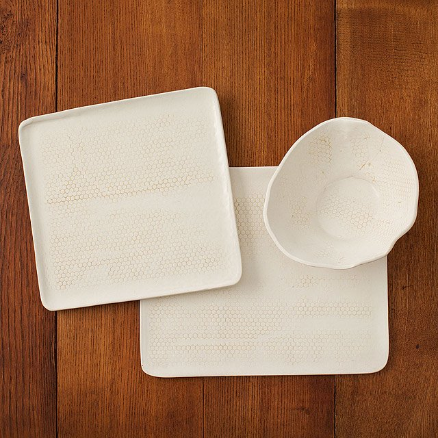 Honeycomb Porcelain Dishware Collection