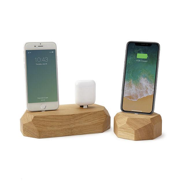 freestanding-oak-phone-dock by mateusz-haberny