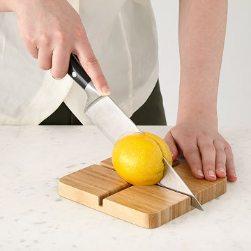Veggie Gripper Cutting Board
